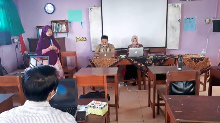Workshop Pemanfaatan Zoom dan Situs-Situs Penunjang Pembelajaran Daring